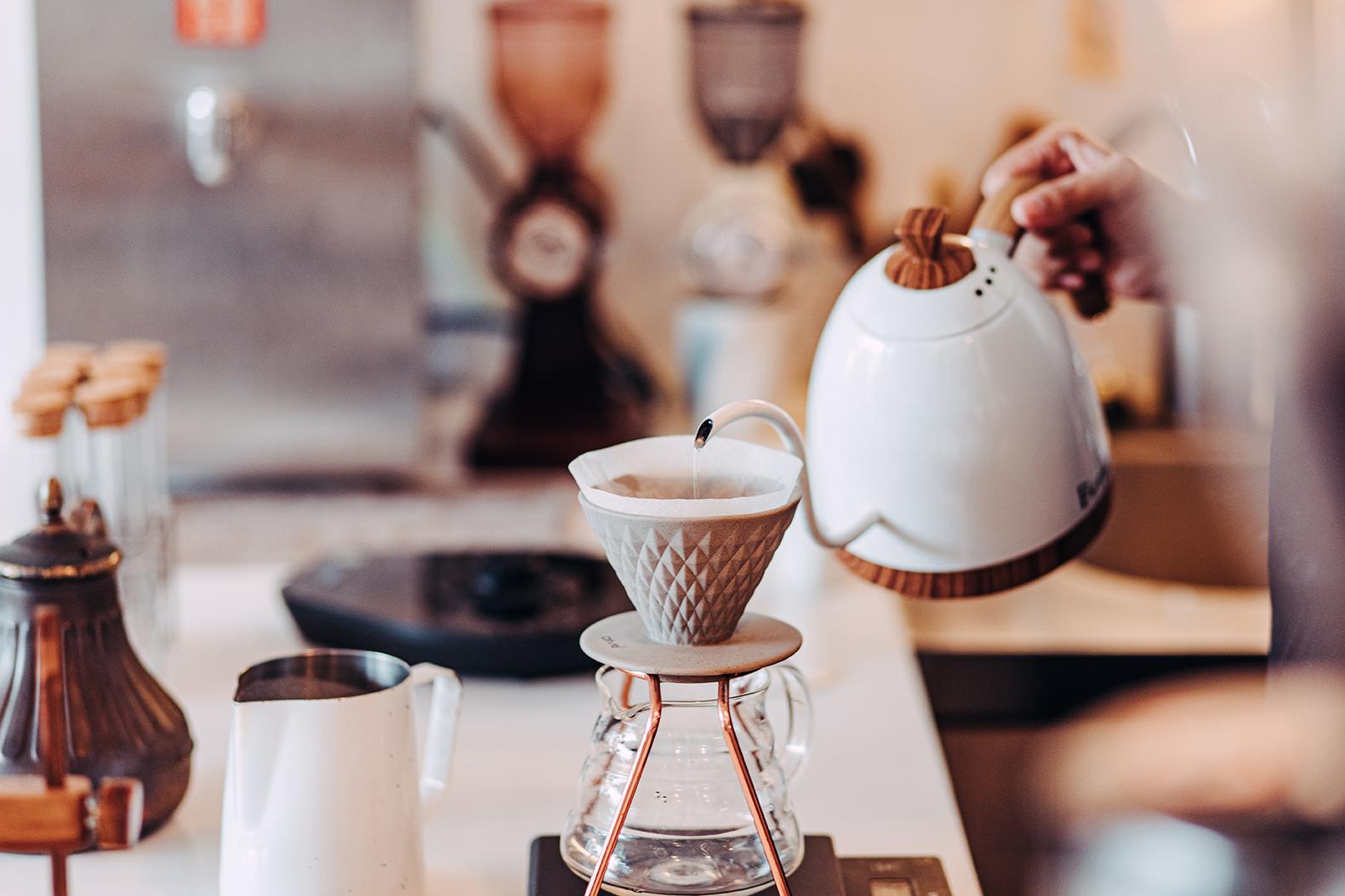 白色方塊咖啡館
